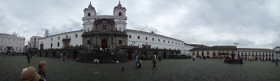 Quito capital del ecuador turairelibre for Ciudad jardin quito 2015