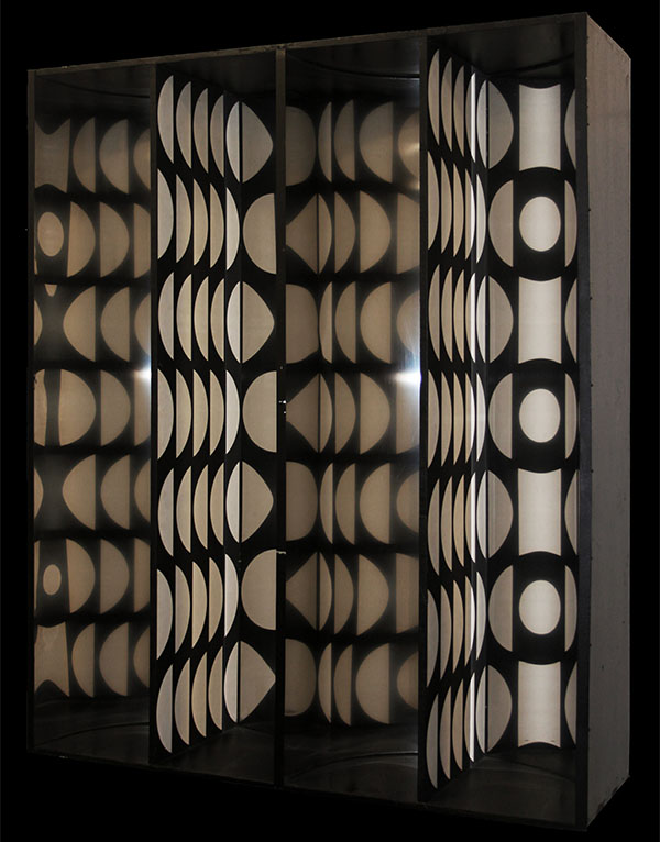 Julio Le Parc -- Cercles virtuels par déplacement du spectateur, 1966 -- madera y metal/ wood and metal, 143 x 118 x 36 cm