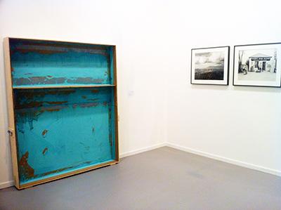 El artista portugués Carlos Bunga. Su trabajo circula alrededor de conceptos arquitectónicos.