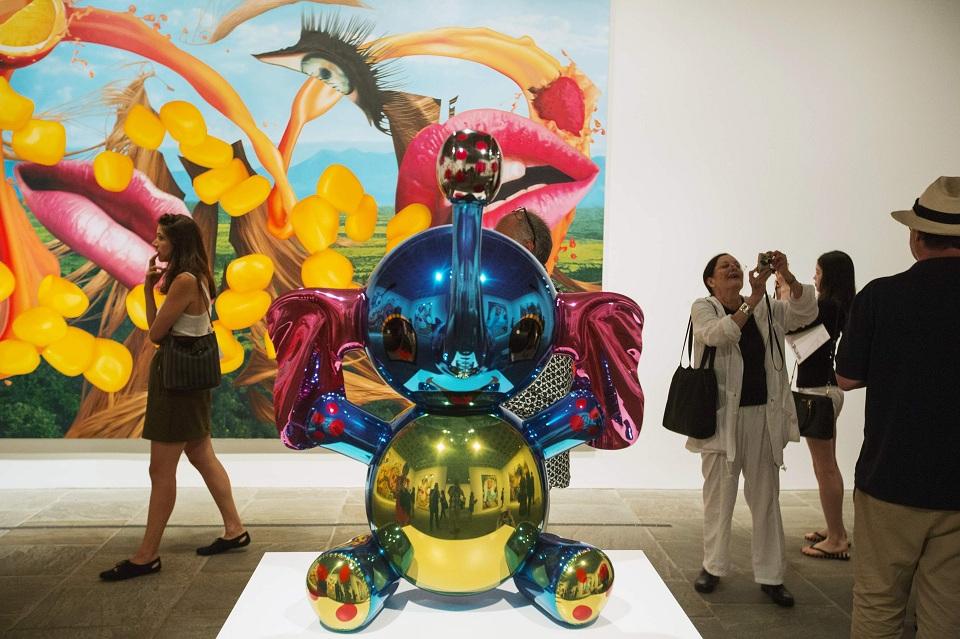 Exposición del artista americano Jeff Koons en el Whitney Museum of American Art en NYC.