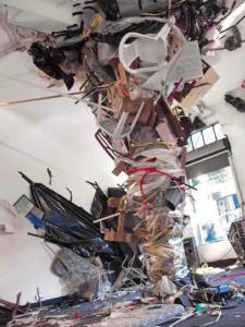 Obra de Diego Bianchi en la Galeria Belleza y Felicidad, 2009. Una instalacion similar esta ahora en el PAMM de Miami