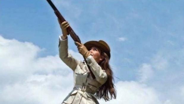 Thalia demostrando su verdadera personalidad: ¡adora matar por placer!