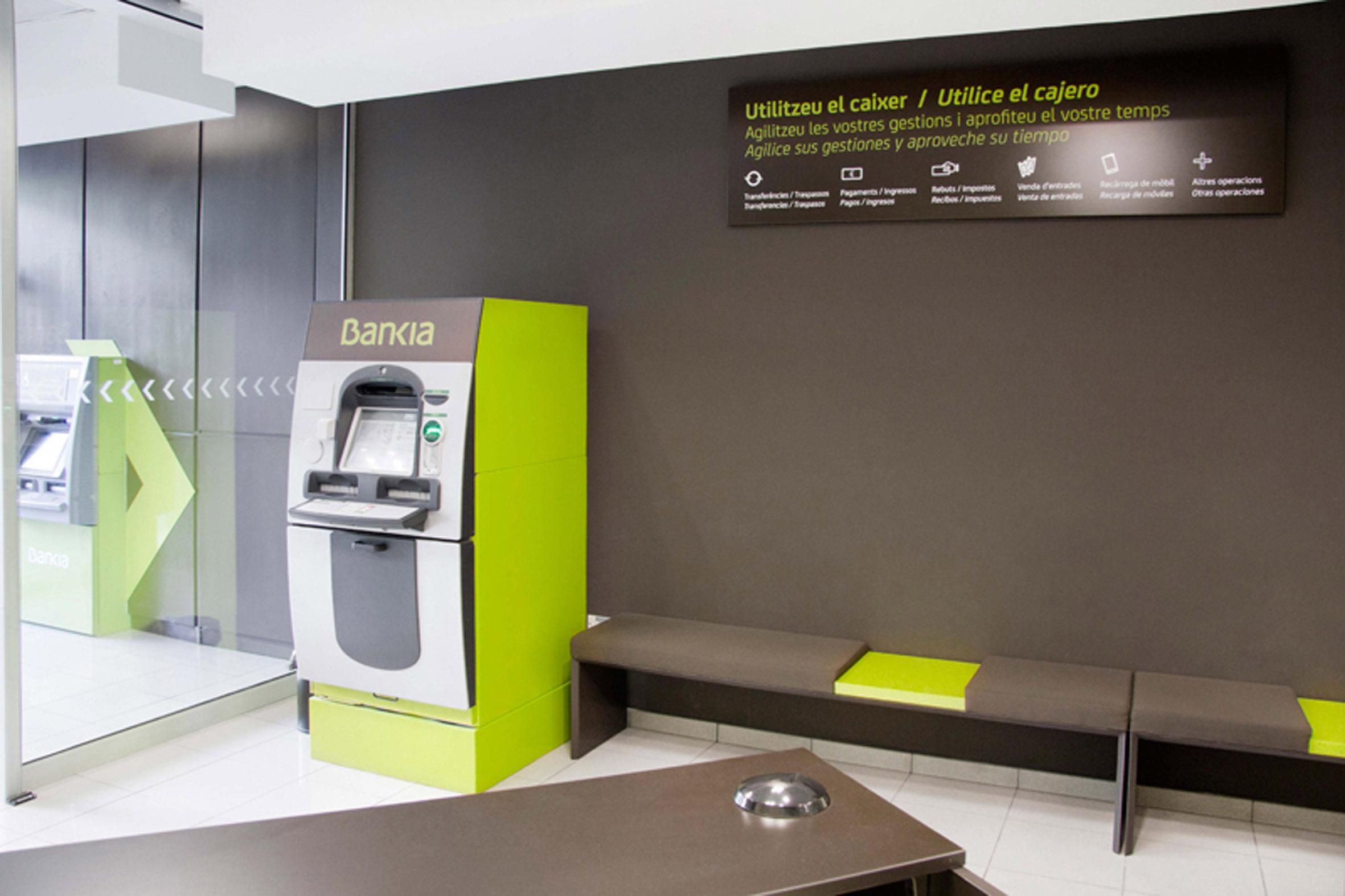 Bankia presenta sus nuevas oficinas giles en espa a for Oficina 7020 bankia