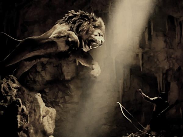 El León de Nemea tenía una piel tan gruesa que ni flechas ni espadas lograban atravesarlo. Heracles lo estranguló y lo desolló con las propias uñas del animal.