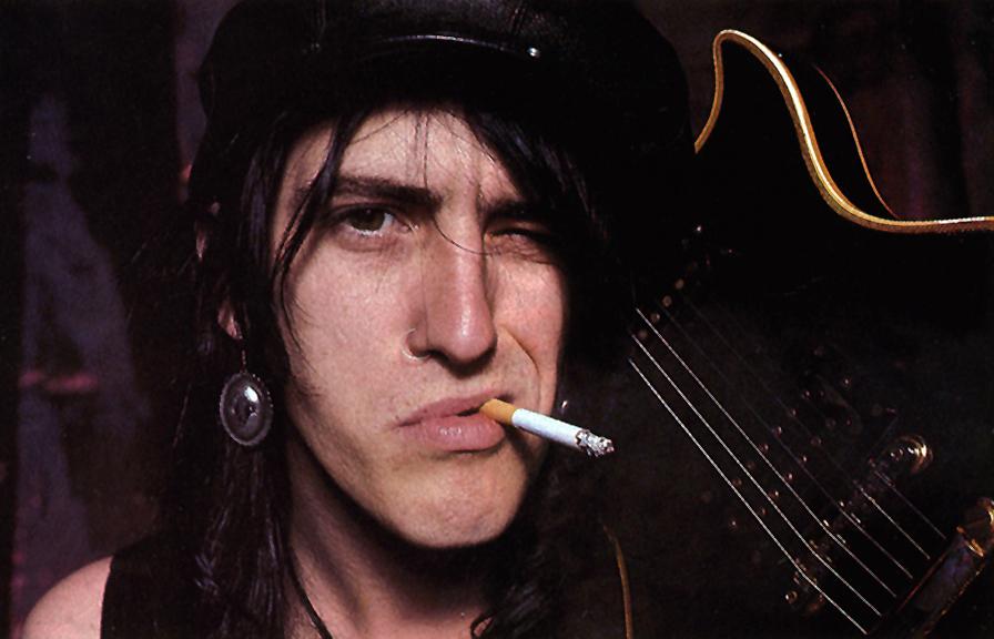 [Articulo] La insoportable levedad de Izzy Stradlin: expulsión de Guns N' Roses y los Ju Ju Hounds Izzy-Stradlin-izzy-stradlin-32036823-896-576