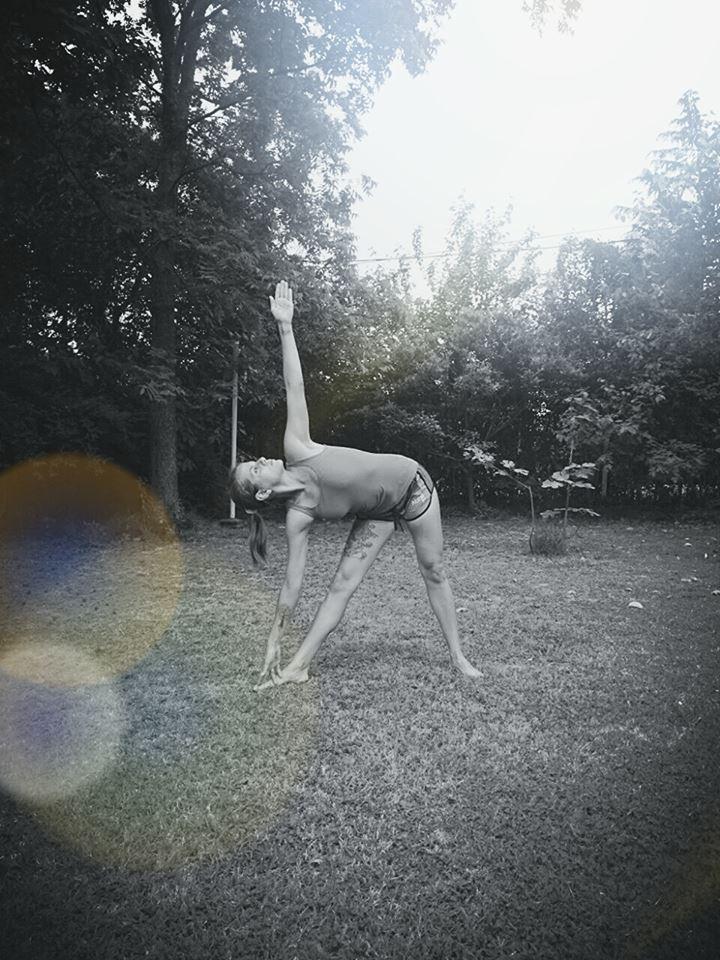 El triángulo extendido ~ #YogaParaMortales ~ Infobae.com